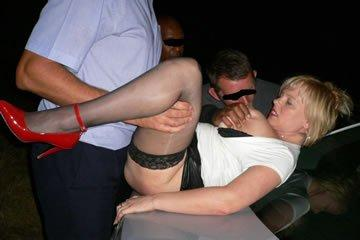 Nyilvános szexparti idegen pasikkal