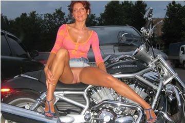 Lilian - vagány motoros szexi MILF