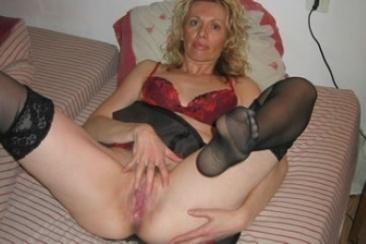 Andrea - egy irodavezető MILF szexképei