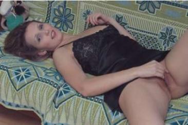 Irina - meztelen és szexi MILF háziasszony
