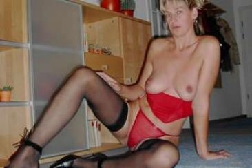 Ingrid - érett és szexi feleség meztelen képei
