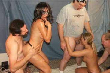 Gangbang szexparti a MILF feleségnek