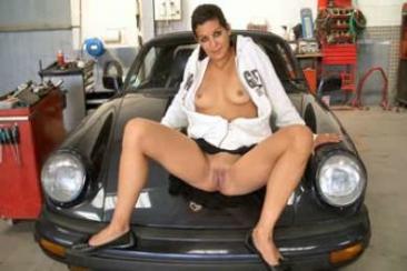 Feleség és pinafotózás a garázsban is